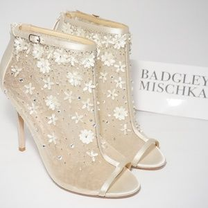 🆕Badgley Mischka Wedding Peep Toe Bootie Sandal